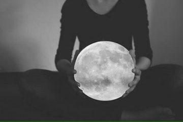 moon-in-hands